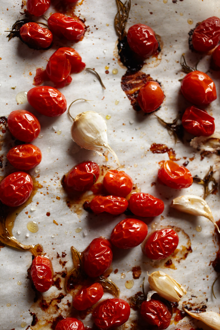 Marx-food-photography-tomatoes-garlic-roasted_sauce_fresh